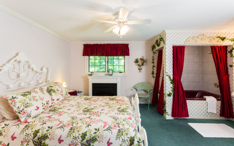 The Secret Garden room has a queen size bed, fireplace, private bath along with a 2 person whirlpool tub.