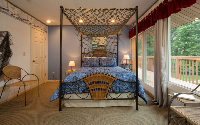 Wind & Waves has a queen size 4 poster bed with a fishing net canopy.