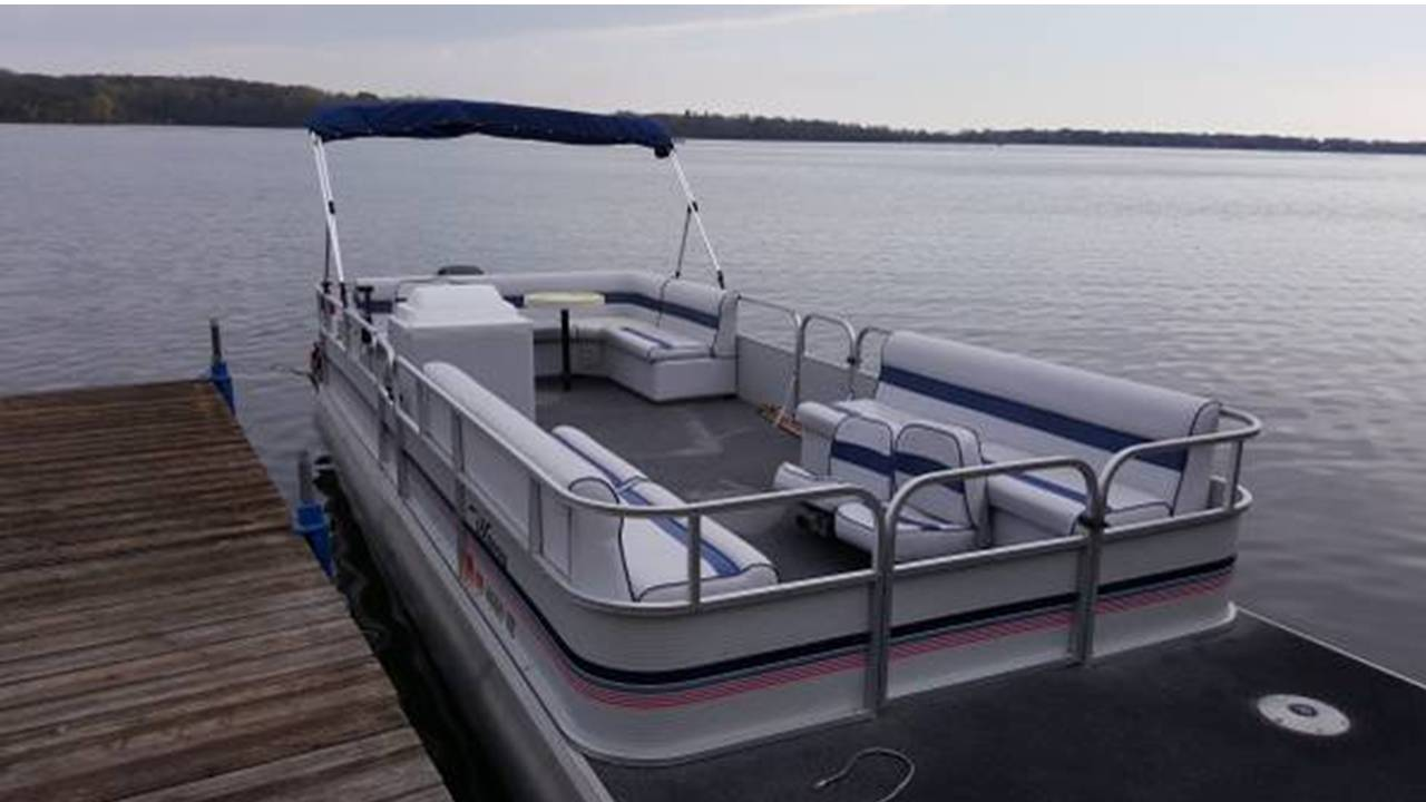 Inn on Lake Wissota has a 24' Pontoon for rent